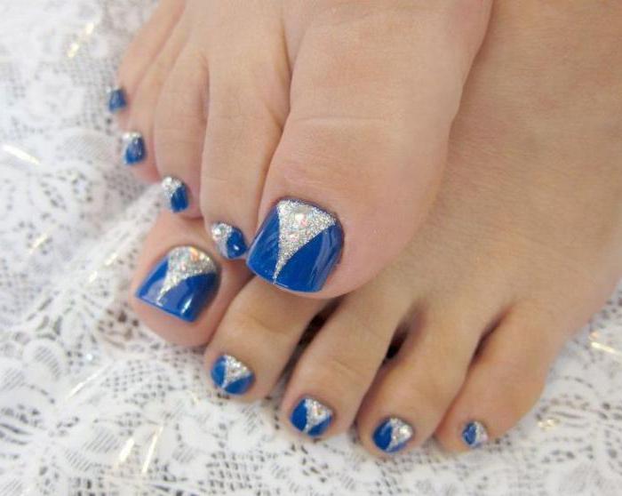 Педикюр с синим цветом дизайн