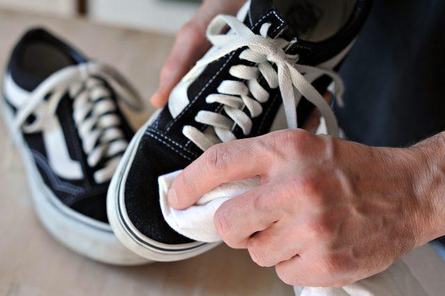 как чистить белые замшевые кроссовки