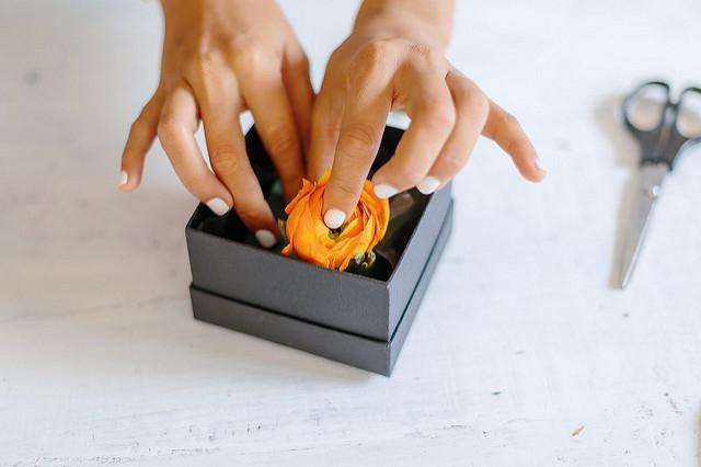 букет цветов в коробке своими руками