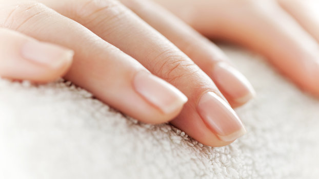 favorable days for manicure