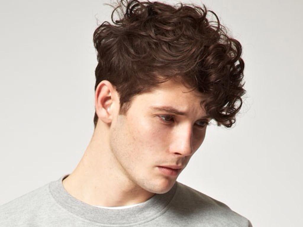 Мужские прически для волнистых волос: названия с описанием и фото