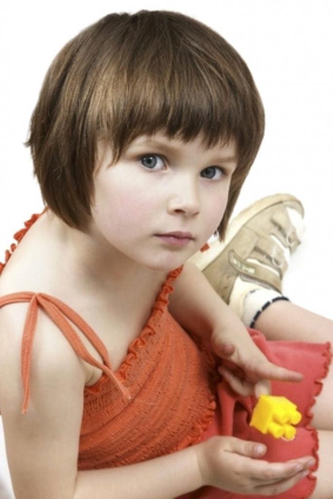 Прически с челкой для девочки: оригинальные и стильные идеи, техника выполнения, фото