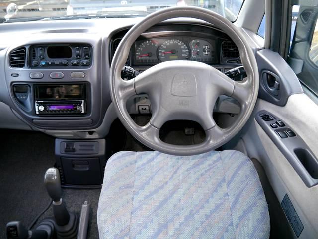 Интерьер Mitsubishi Space Gear