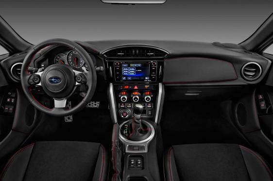 Интерьер Subaru BRZ