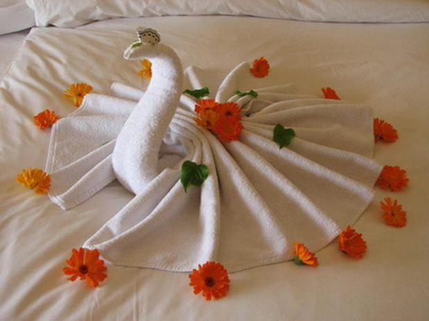 сделать лебедя из полотенца своими руками