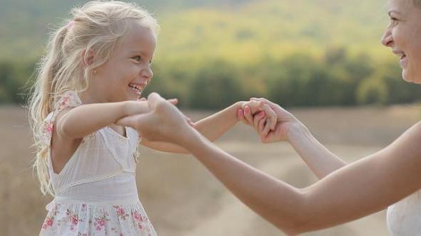 статусы про дочку маленькую в стихах короткие