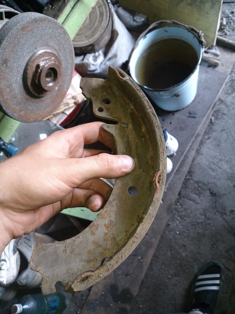 Старые тормозные колодки ВАЗ 2107