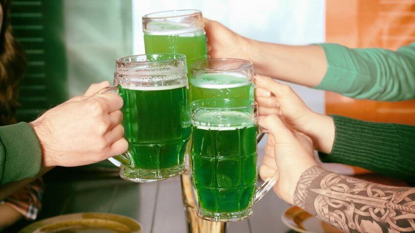 Моча зеленоватого цвета у женщин причины