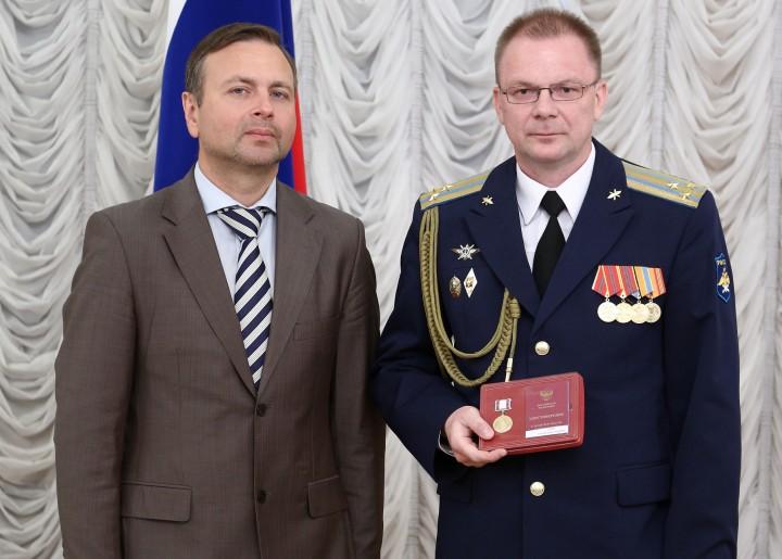 Общественные награды и медали: обзор, порядок награждения