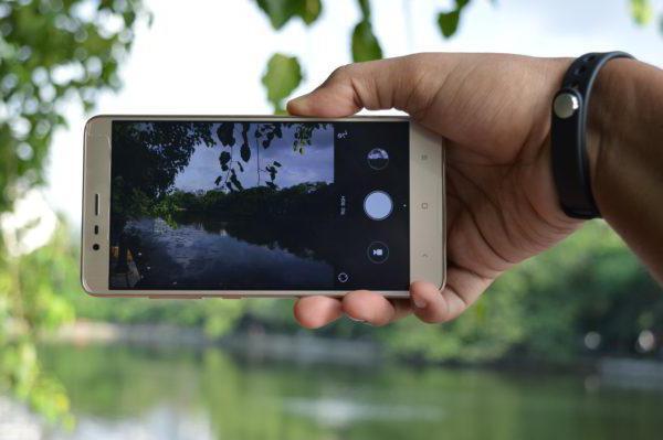 Цена: 300 евро закрывает наш рейтинг смартфонов с лучшей камерой американский гаджет с таким популярным именем