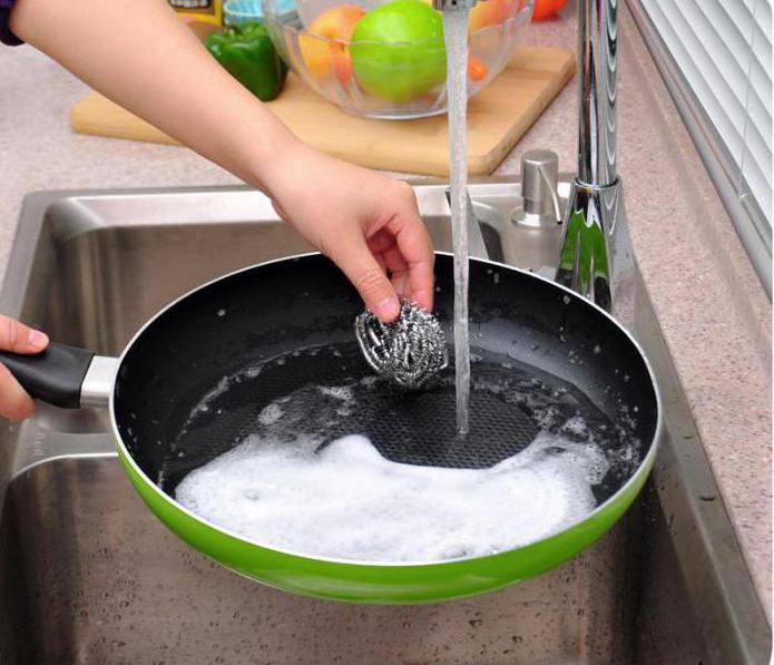 пригорает сковорода что делать