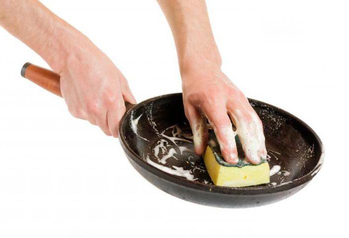 пригорела сковорода что делать