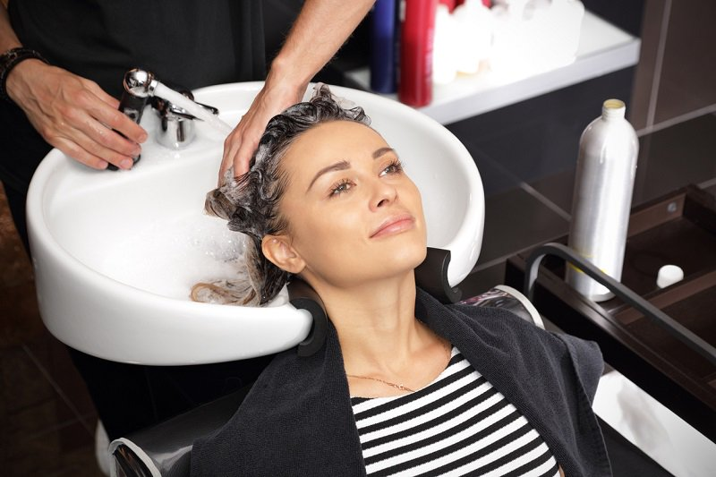 Можно ли после осветления сразу красить волосы: влияние осветления на структуру волос, период между осветлением и окрашиванием