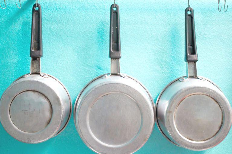 Как почистить алюминиевую посуду в домашних условиях: способы, средства, инструкции