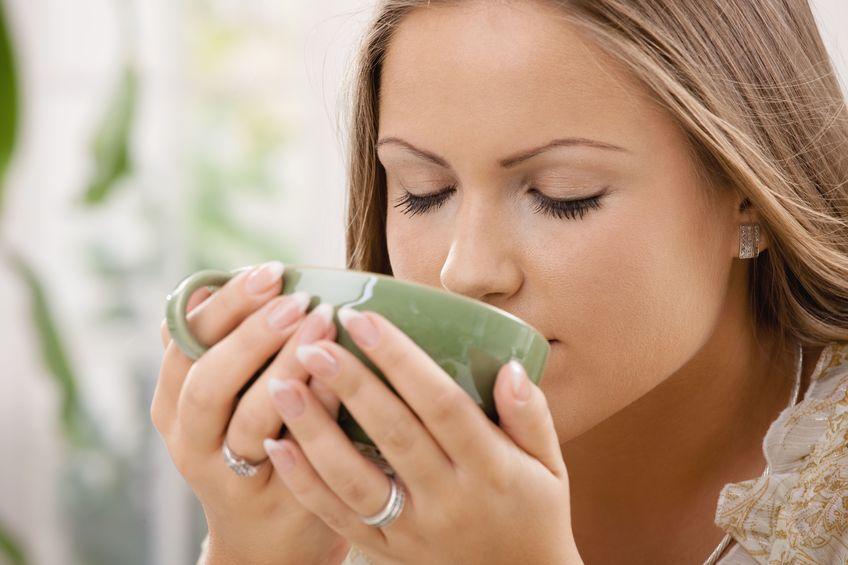 Польза чая каркаде для женщин: свойства, рецепт приготовления и правила употребления