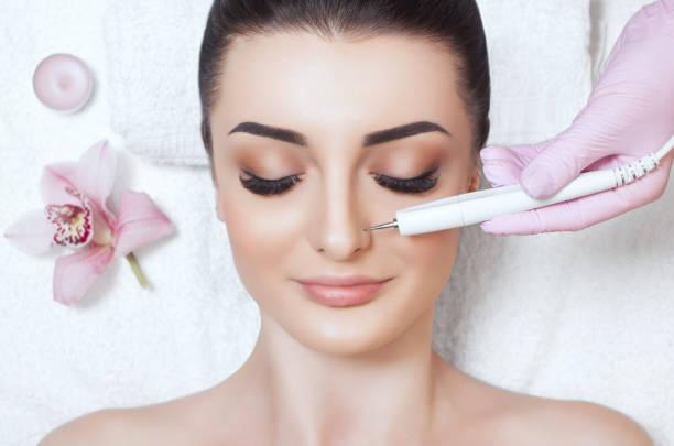 Ионофорез в косметологии: особенности процедуры, показания и противопоказания