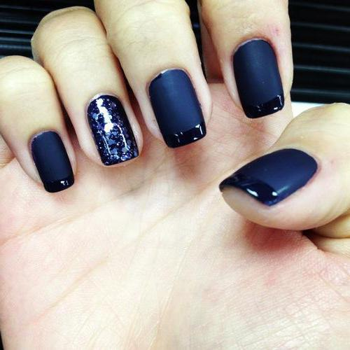 Матовые синие ногти дизайн