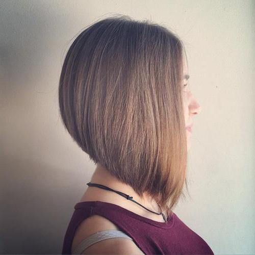 каре или длинные волосы вид сзади