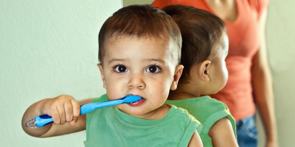 нужно ли чистить молочные зубы