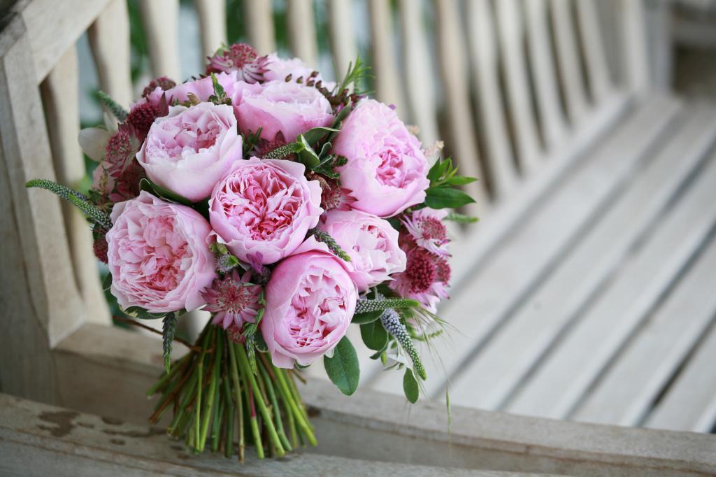 тату картинка пионообразные розы праздник одинаково близок