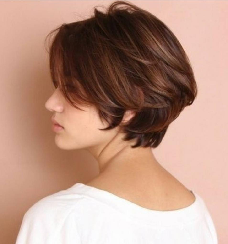 стрижка боб без челки на короткие волосы