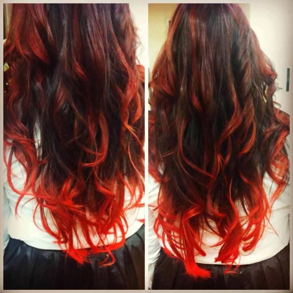 красные пряди на черных волосах
