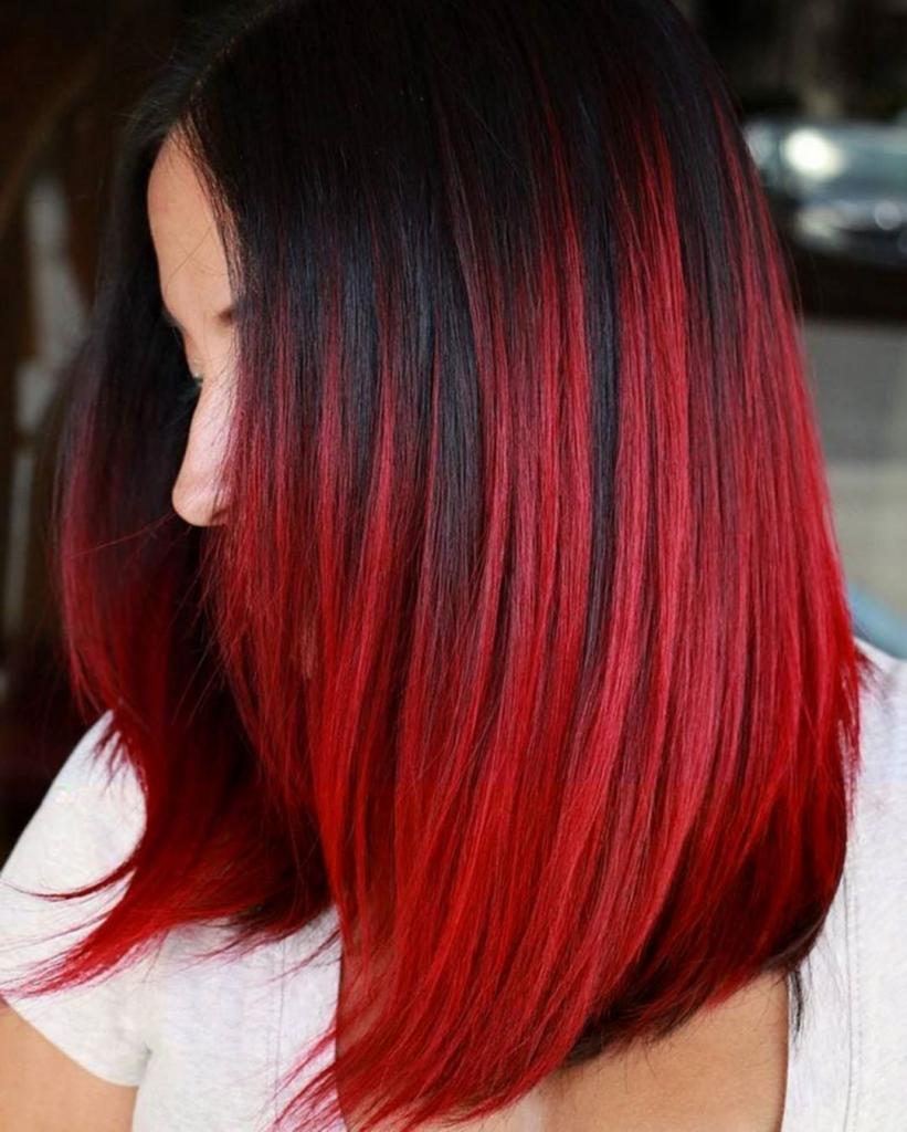 черные волосы красными локонами