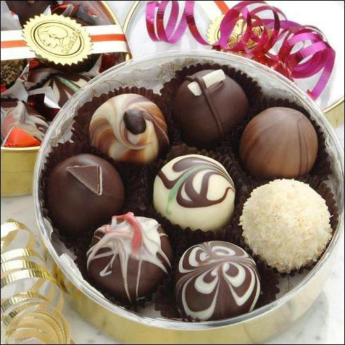 5caccbb3c إذا كان من المهم أن يكون انطباعا خاصا على الفتاة، يجب أن تتخلى عن فكرة شراء  مربع قياسي من الشوكولاتة في السوبر ماركت. فمن الأفضل أن تختار اختيارك من ...