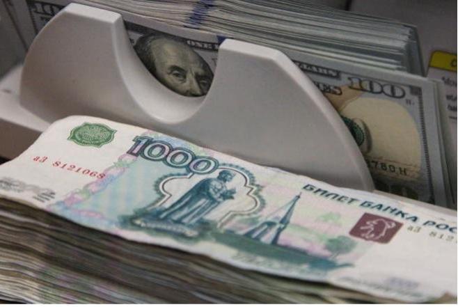 почему рубль укрепляется к доллару