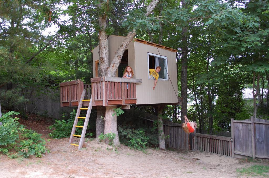 Как сделать ребенку свой домик на дереве 791