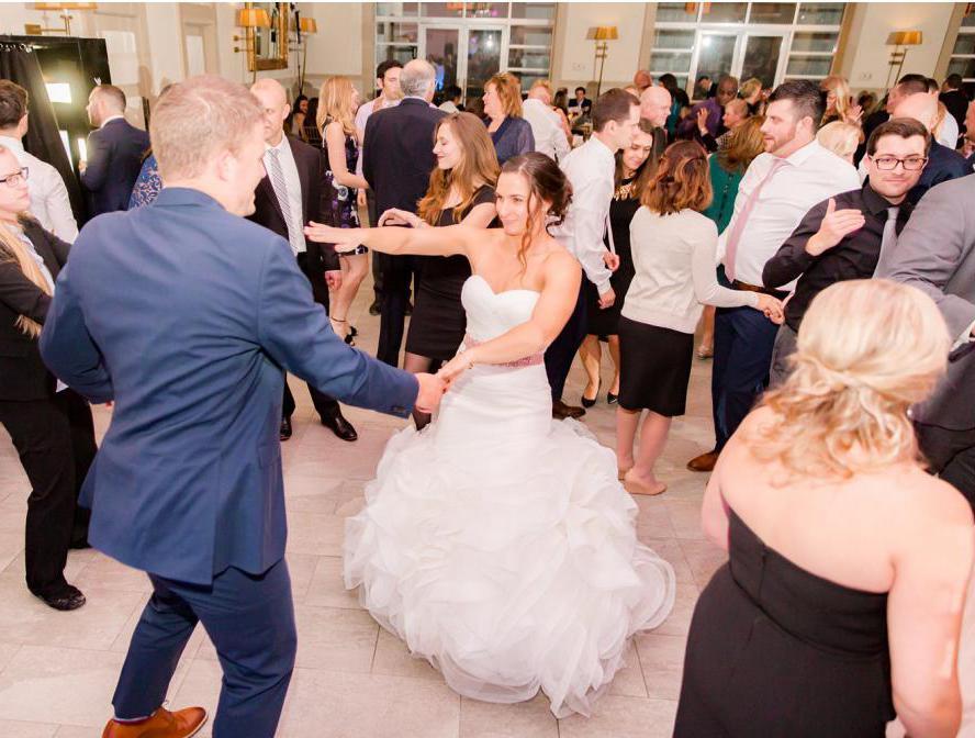 Веселые конкурсы для гостей на свадьбе