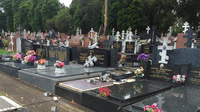 Через сколько времени после захоронения можно устанавливать памятник на могилу Памятник с крестом на просвет Шимановск