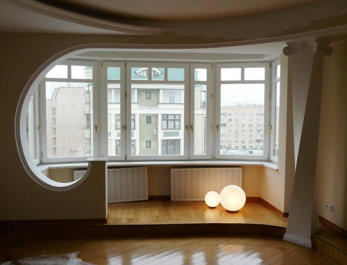 Дизайн спальни гостиной с балконом