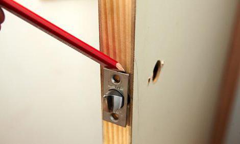 Врезка замка в деревянную дверь фрезером