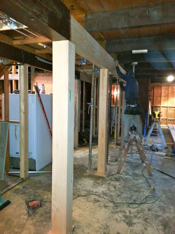How to determine the load-bearing wall in a brick house
