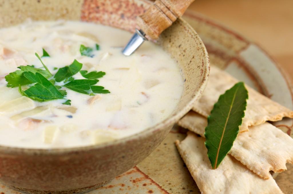Когда добавлять лавровый лист в суп, бульон, борщ