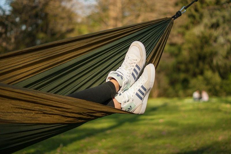 do-it-yourself hammock made of fabric