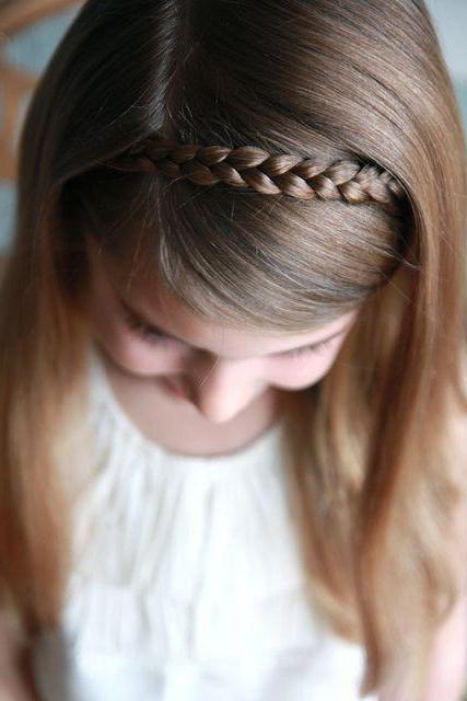 прически на короткие волосы в школу