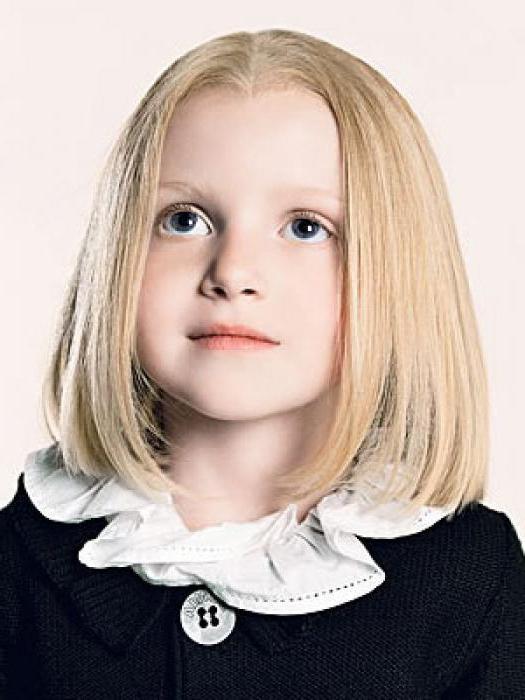 прическа на короткие волосы в школу