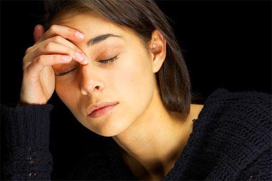 Желтизна вокруг глаз: причины и лечение