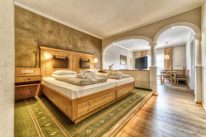 спальня с балконом дизайн 17 кв