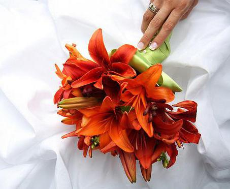 Оранжевые свадебные букеты: фото