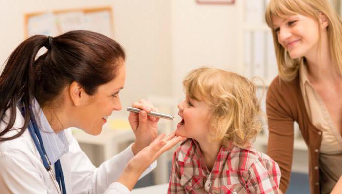 у ребенка начинает болеть горло что делать