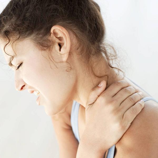Боль в шее сбоку