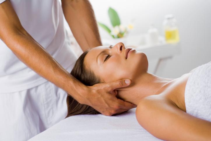 Болят мышцы шеи сбоку: причины, симптомы, диагноз, назначенное лечение и восстановительный период