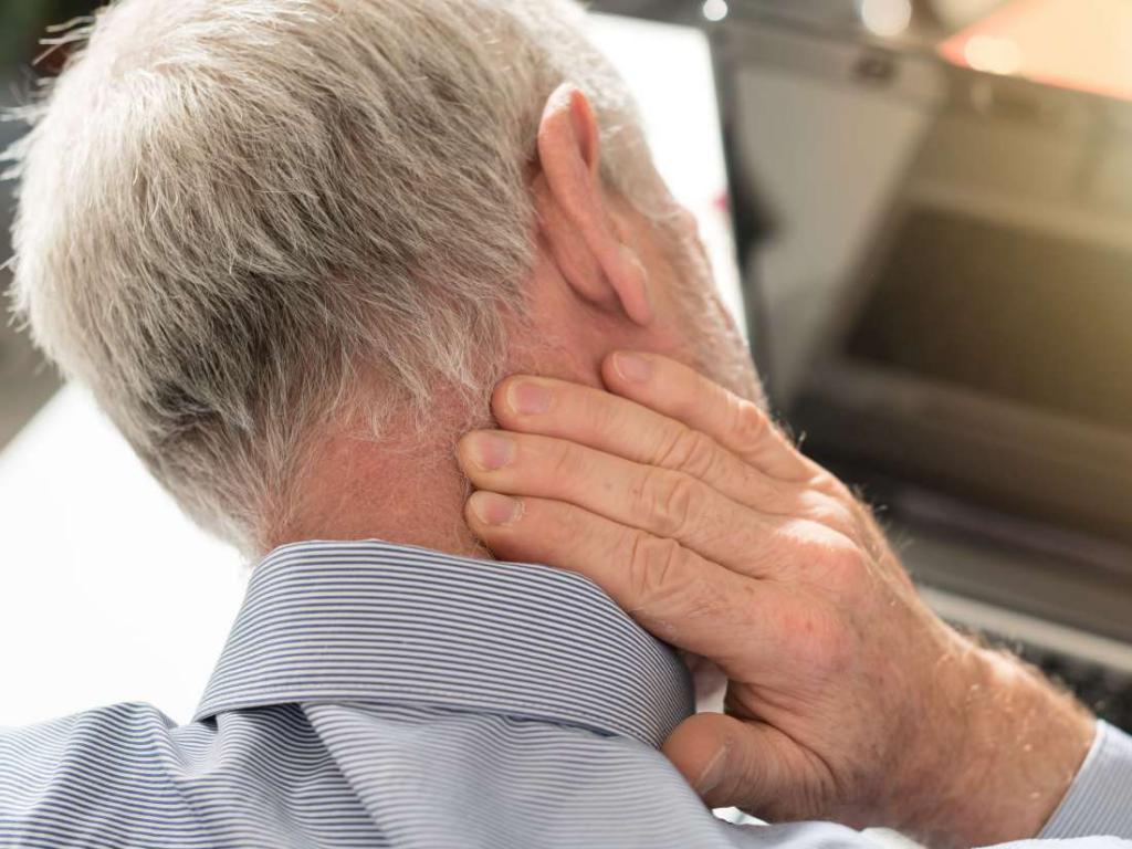 Боль в ухе и головная боль: возможные причины, лечение, профилактика