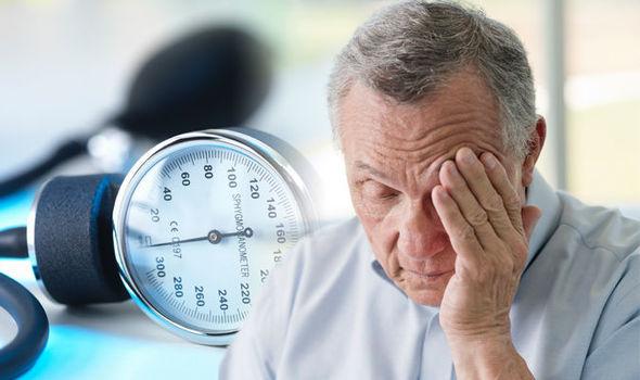Почему при повышенном давлении болит голова