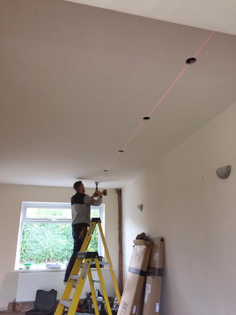 Точечное освещение натяжных потолков