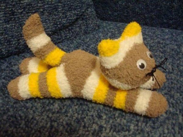 Как сделать котенка своими руками из носков