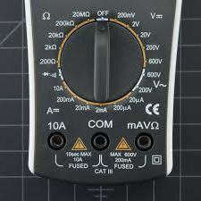 измерить напряжение мультиметром в розетке